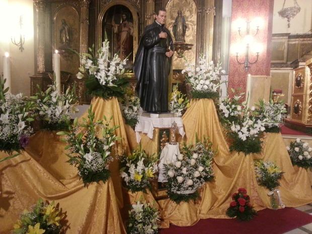 Ofrenda floral con la que comenzaron los actos extraordinario para celebrar el aniversario